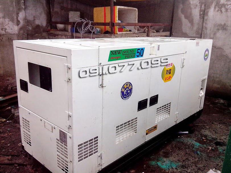 Máy phát điện công nghiệp cũ có vỏ chông ồn Denyo 50kva